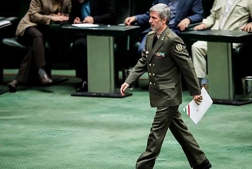 توضیح وزیر دفاع درباره پخش فیلم دوتابعیتیها در صحن مجلس/ فیلم فاقد سندیت است