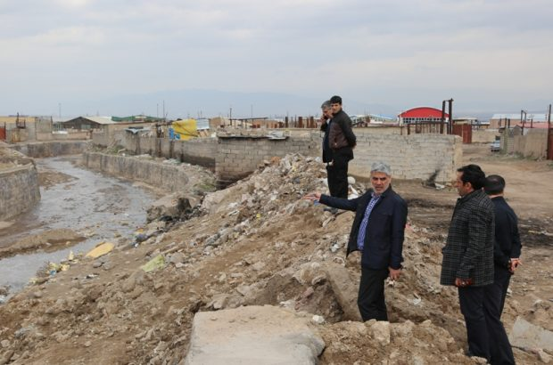 تداوم عملیات لایروبی کانال های منطقه ۷ تبریز