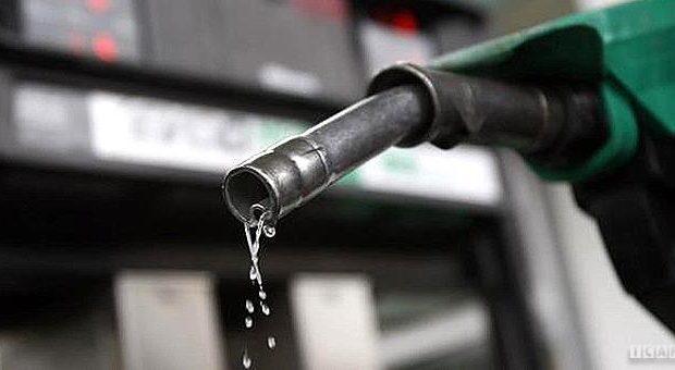 قوه قضاییه با شایعهکنندگان گرانی بنزین برخورد کند