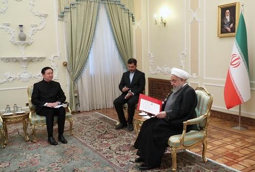 ایران آماده توسعه روابط خود با چین در همه حوزه ها است/ تاکید بر تسریع در اجرای توافقات بین دو کشور