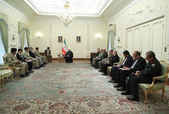 رئیس جمهور در دیدار فرمانده ارتش پاکستان: علاقمندی دو ملت مسلمان ایران و پاکستان به یکدیگر سرمایه ارزشمندی است