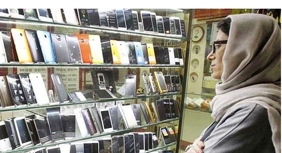 سبحانیفر مطرح کرد:کاهش قیمت موبایل با ترخیص ۶۰۰ هزار گوشی موجود در گمرک