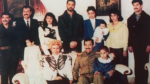 صدام حسین و همسرانش؛ از دختر دایی خشن تا دو زنی که شوهرانشان را به خاطر صدام ترک میکنند / آیا پای همسر چهارمی در میان بود؟