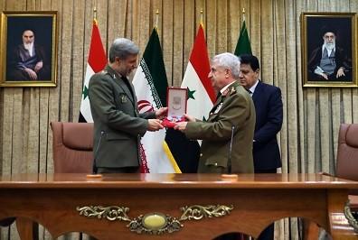 اعطای بالاترین نشان نیروهای مسلح سوریه به شهید سپهبد قاسم سلیمانی