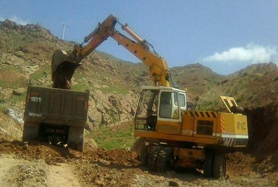 تداوم عملیات پیکنی و خاکبرداری پروژه احداث سیل بند در انتهای خیابان شهید رجایی
