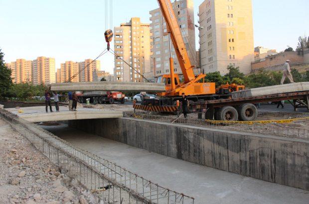 مراحل پایانی عملیات دال گذاری کانال جاده باسمنج