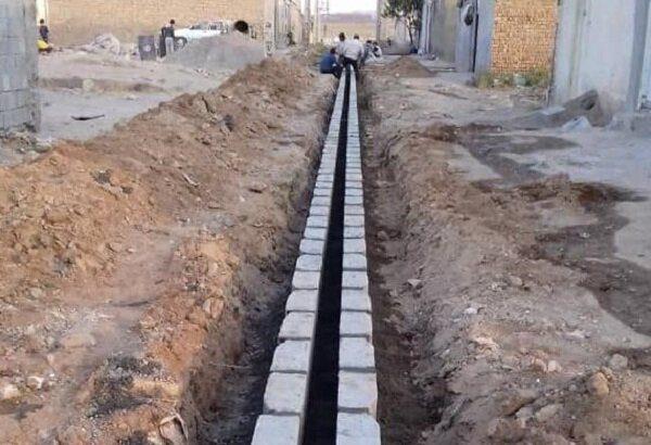 اجرای عملیات احداث آبروی کم عرض در کوی البرز به طول ۱۵۰ متر