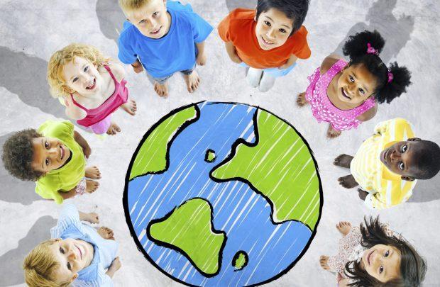 به مناسبت هفته ملی کودک:« پیک امید» شادابی به کودکان روستاهای محروم هدیه می دهد