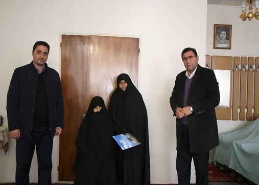 شهردار منطقه۴ تبریز در دیدار با خانوادههای معزز شهدا عنوان کرد: فضایل اخلاقی شهدا، الگویی برای جامعه امروزی