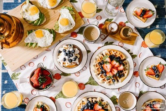 ۶ غذایی که مغز را ضعیف می کند