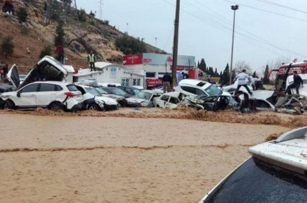 انتقال وتحویل تعداد ۱۱دستگاه خودرو متعلق به شهروندان اهل ارومیه و تبریزازحادثه سیل اخیر شیراز