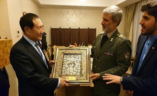 دیدار امیر سرتیپ حاتمی با وزیر دفاع چین/حمایت قاطع چین از مواضع ایران در حفظ صلح و ثبات منطقه