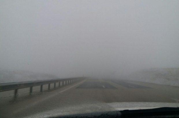 رئیس پلیس راه استان آذربایجان شرقی : اکثر جاده های استان مه آلود و بارش باران و برف دارد رانندگان احتیاط کنند