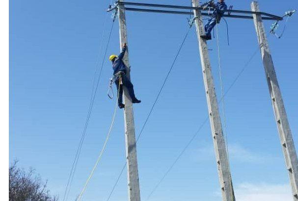 اکیپهای عملیاتی شرکت توزیع برق آذربایجان شرقی با آمادگی کامل جهت ارایه خدمت