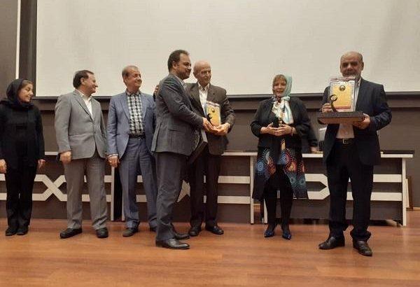 اهدای لوح سپاس روابط عمومی برتر به مدیریت روابط عمومی و نظارت بر خدمات مجتمع مس سونگون
