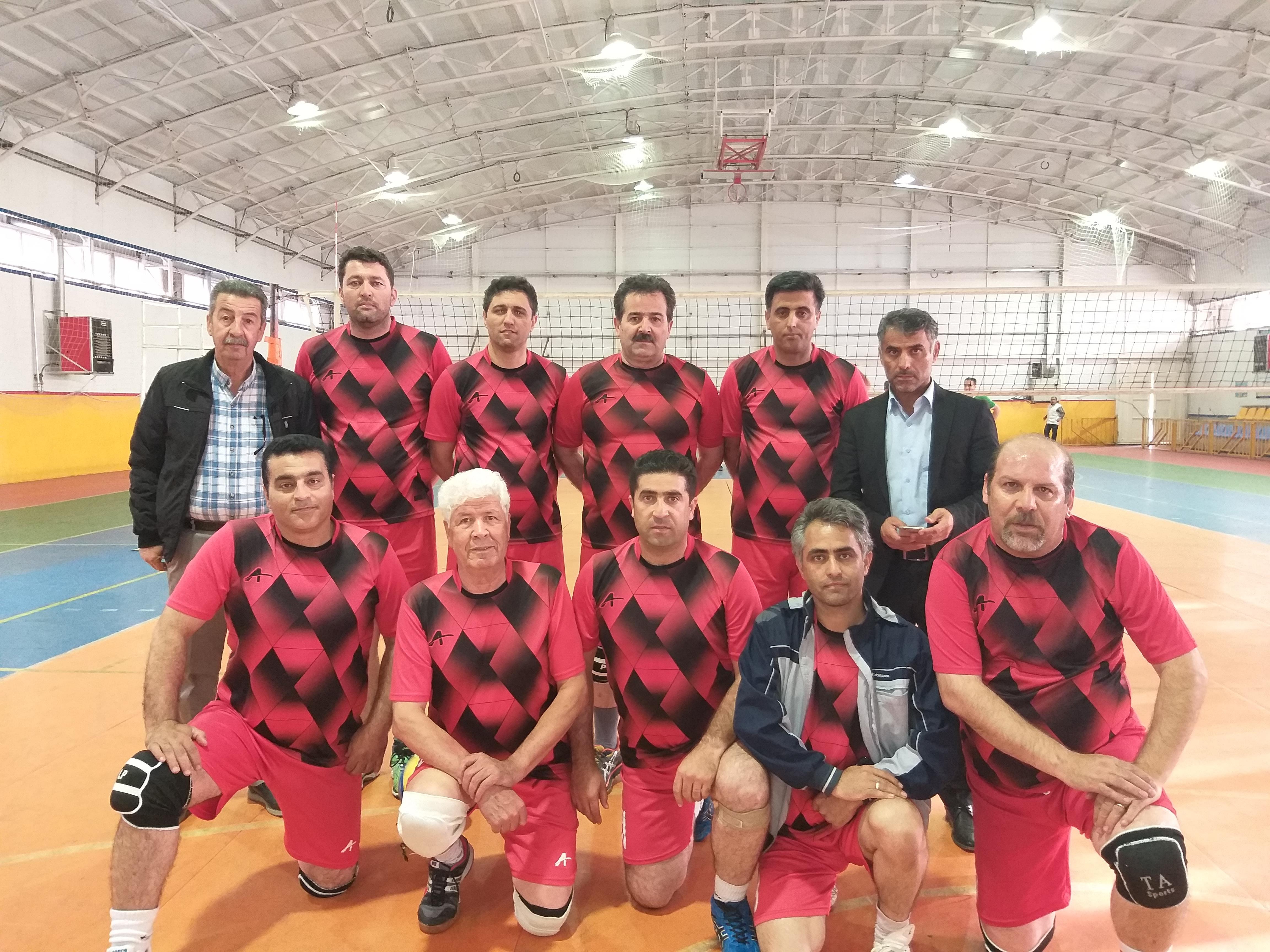 مسابقات والیبال شرکت آب و فاضلاب آذربایجان شرقی به مناسبت گرامیداشت هفته دفاع مقدس پایان یافت