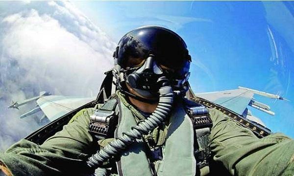 نجات یک خلبان پس از سقوط از ارتفاع ۱۵ هزار پایی!