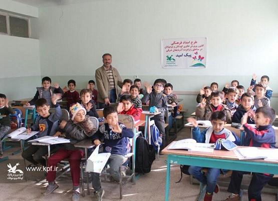 با حضور در مدارس روستاهای آسیبدیده صورت گرفت: استمرار فعالیتهای «امداد فرهنگی» در مناطق زلزلهزده میانه و سراب
